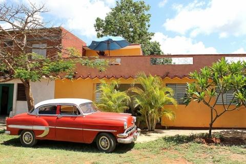 Front_view_of_the_Hostal_Las_Arecas_de_Félix_in-thecity_of_Trinidad_in_Cuba