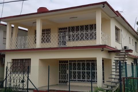 Fachada_de_la_Casa_Particular_Zurely_en_Barreras-Tarara_La_Habana_Cuba