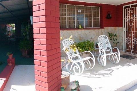 Fachada_de_la_casa_particular_Villa_Luna_en_Cojimar_La_Habana_del_Est_Cuba