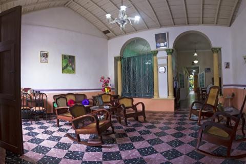 Sala_del_Hostal_Las_Catalán_en_la_ciudad_de_Trinidad_en_Cuba